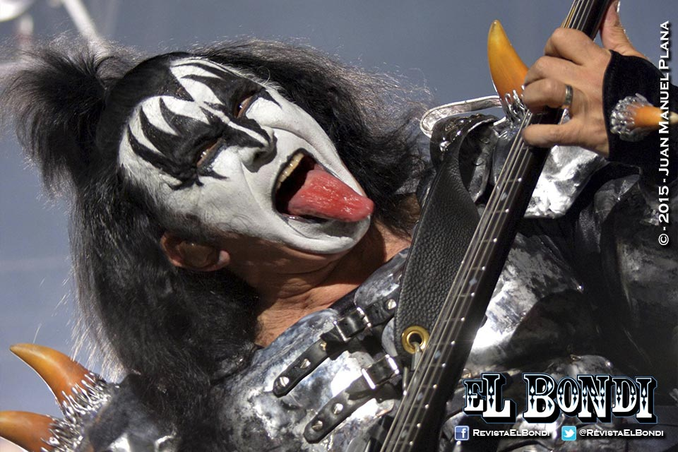 Kiss and Show